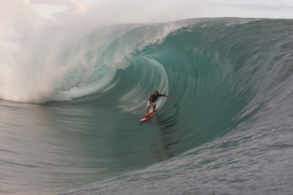 Vitor Faria. Big day Teahupoo.