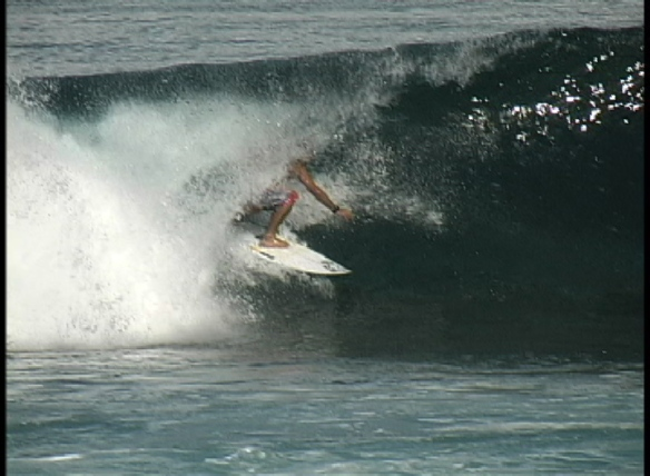 Koxa entubando na Polinesia.