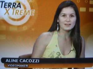 Aline Cacozzi sendo entrevistada ( ao vivo ) no TV Terra.