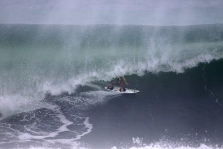 Alemão de Maresias acelerando. nota 10. Fonte: waves.com.br foto: Gil Hanada.