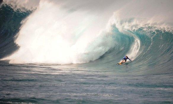 Alemão cavando em Big swell de Rapa Nui. Foto:Akiwas