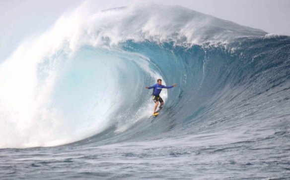 Alemão tubo em Big swell de Rapa Nui. Foto:Akiwas