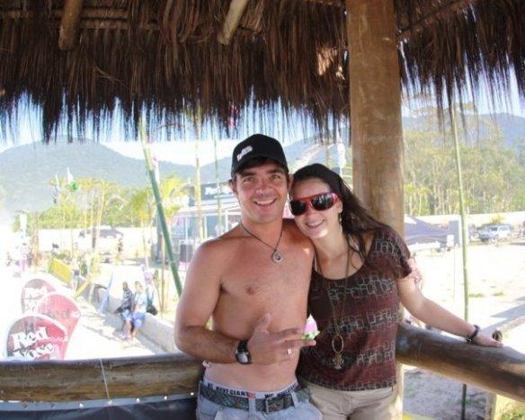 Koxa e sua mulher Aline na torre de Maresias. Foto: Gil Hanada. www.surfphoto.com.br