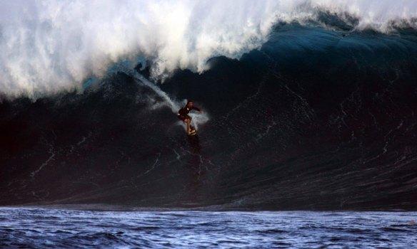 Rodrigo Koxa acelerando em Rapa Nui. Sendo puxado por Alemão. Foto:Akiwas