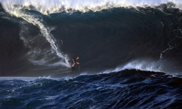 Koxa cavando em Big swell de Rapa Nui. Foto:Akiwas
