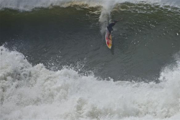 Rodrigo Koxa despencando numa onda da série em Puerto Escondido, México. Foto:FredPompermayer.