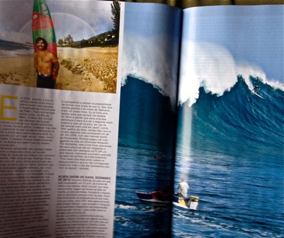 Rodrigo koxa em air drop na página dupla da revista Fluir 2013. Foto:BrentBielmann