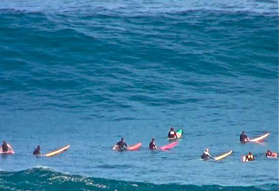 Rodrigo Koxa e crowd em no swell de fim de ano. 31/12/2012