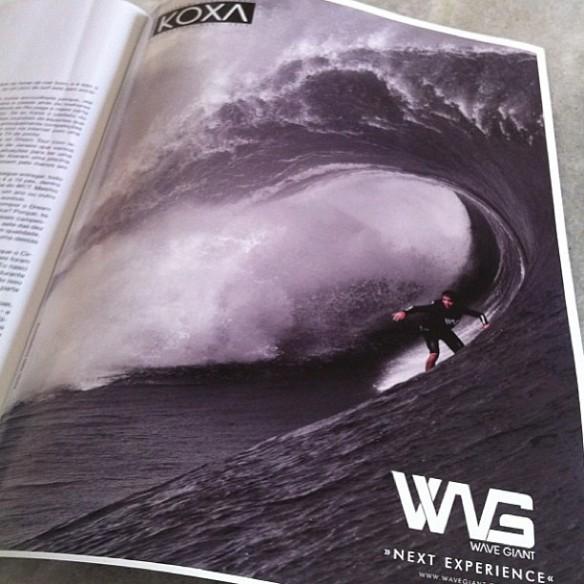 Revista Fluir junho 2013. Rodrigo Koxa no Big Teahupoo de maio no anúncio WAVE GIANT. Foto:FredPompermayer