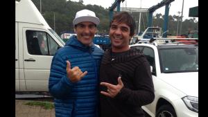 Rodrigo Koxa e Garret Mcnamara em Nazaré.