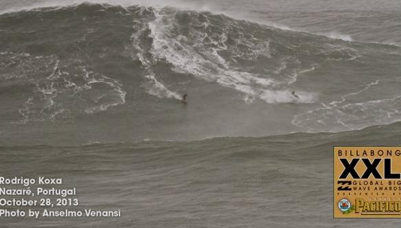 Rodrigo Koxa concorrendo o XXL biggest wave 2014 com uma bomba em Nazaré, Portugal. Foto:AnselmoVenansi