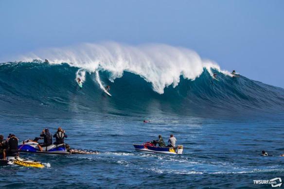 SITE TRANSWORLD: Ian Walsh, Sai Smiley, Rodrigo Koxa, and Shaun Lopez...a Maui man sandwich if you will. Photo: photobrent