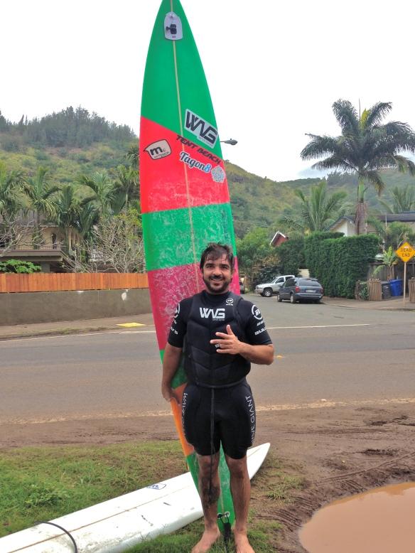 Rodrigo koxa com sua 10'5 Mendonça no Hawaii.